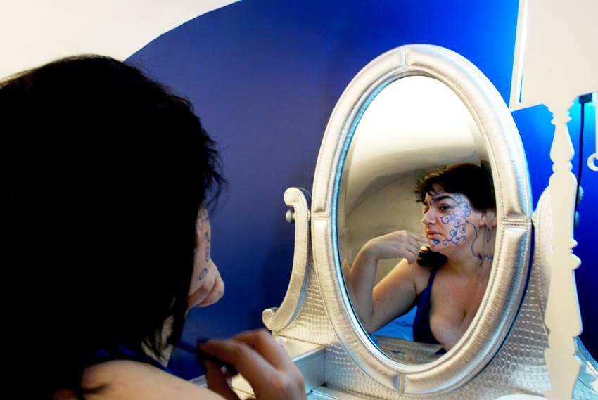 mariablu allo specchio